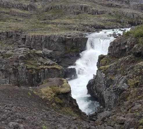 Agua en Cascada en el río Fossa