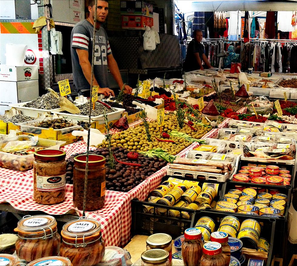 Comida en Mercato rionale Viale Campania