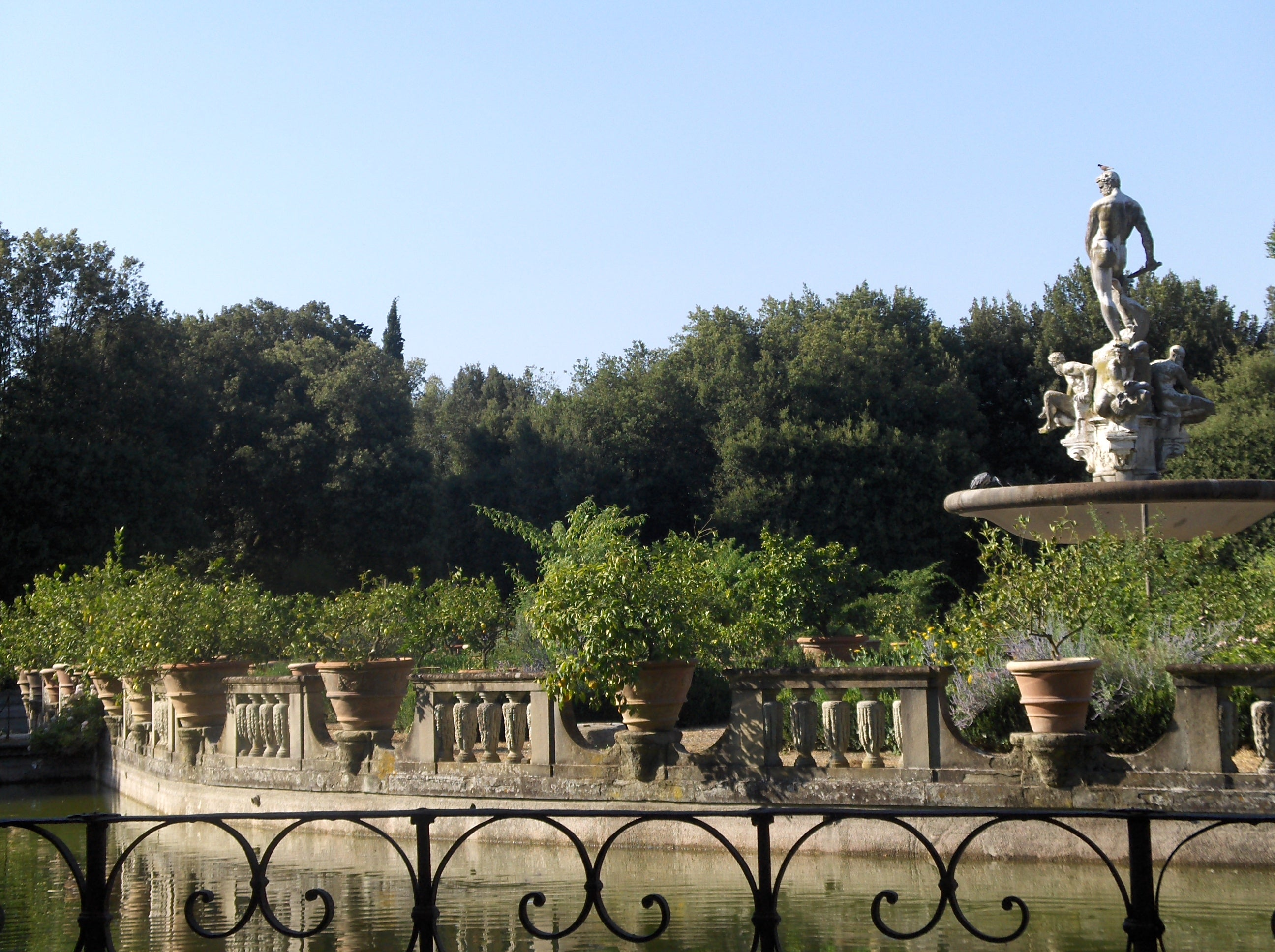 boboli garden Stay in exclusive holiday homes in the historic center of florence, with views over the boboli gardens choose a charming historic residence in florence.