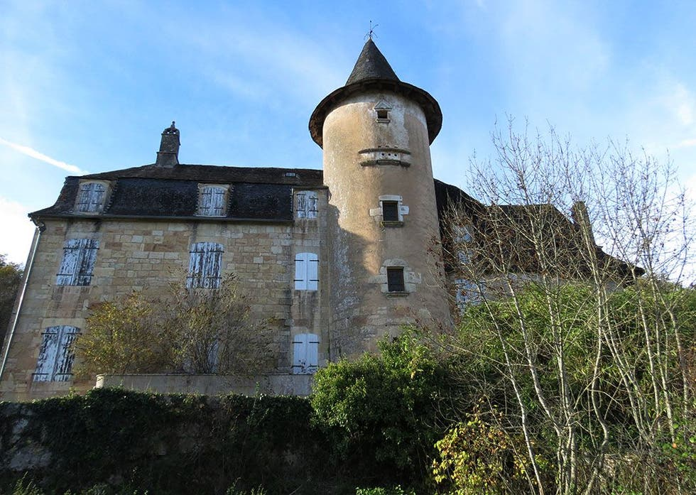 Building in Chasteaux