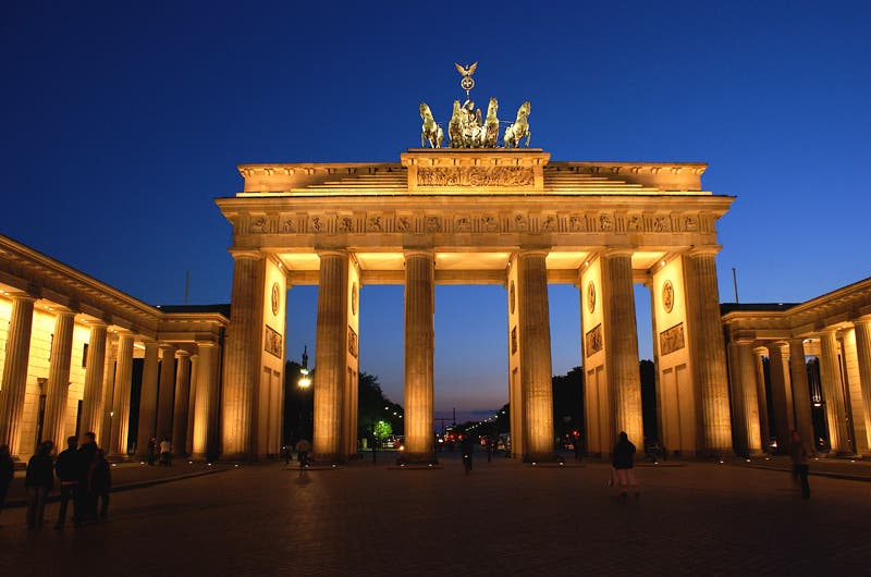 Yellow in Brandenburg Gate