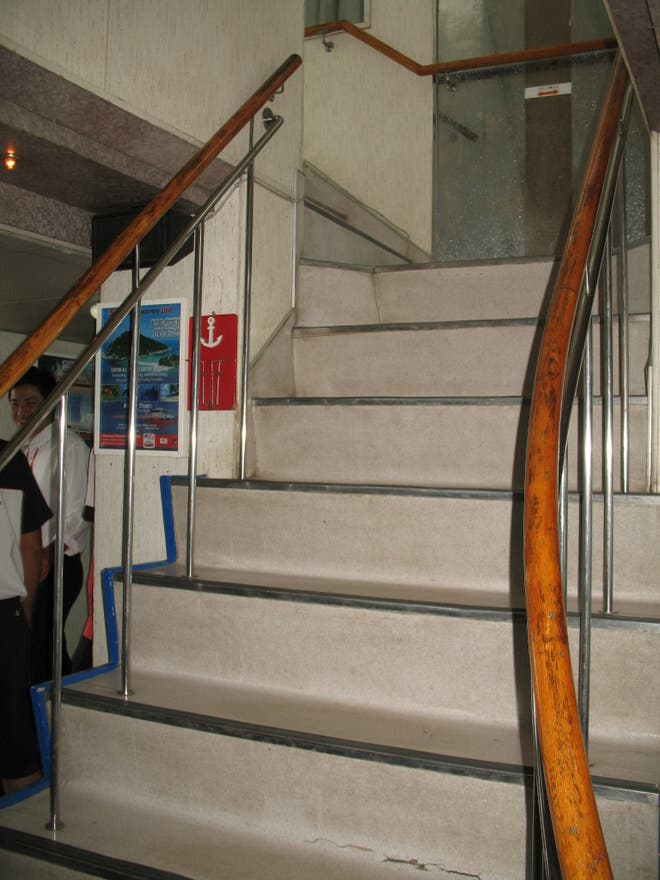 Escalera en Ferry Seatran Discovery