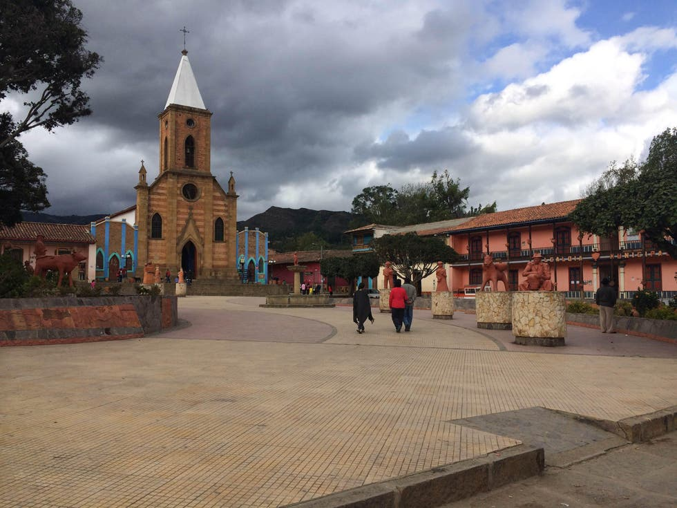 Plaza en Plaza Mayor de Ráquira