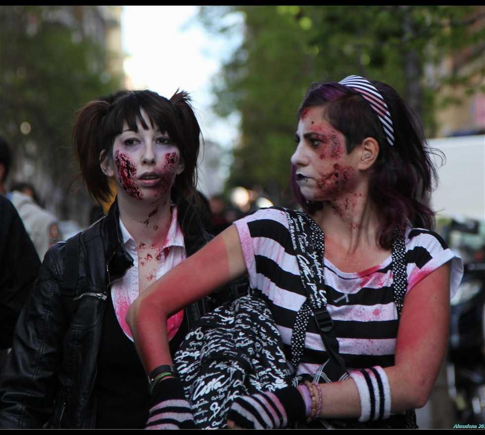 Chica en Marcha Zombie