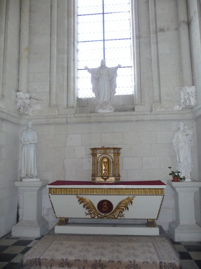 Altar in Candes-Saint-Martin