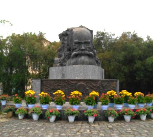 Memorial en Phu Loc