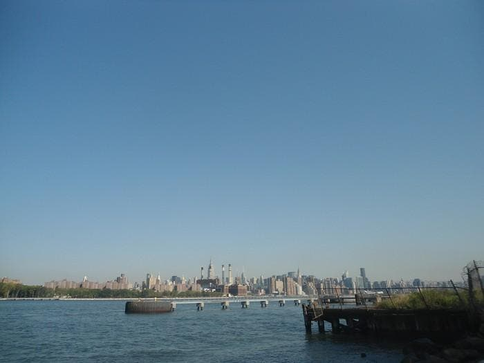 Canal en Vista de Manhattan desde Williamsburg