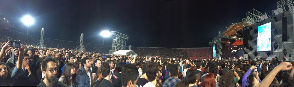 Multitud en Estadio Nacional Julio Martinez Pradanos