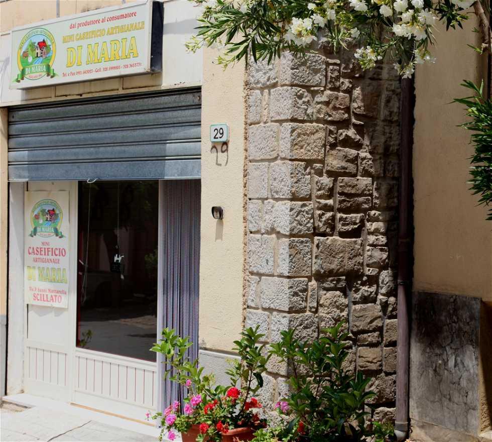 Baño público en Scillato