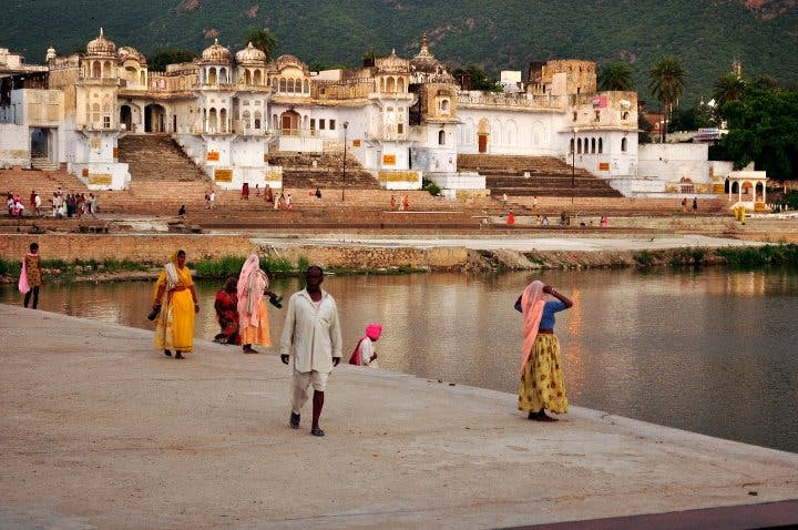 Plaza en Lago sagrado de Pushkar