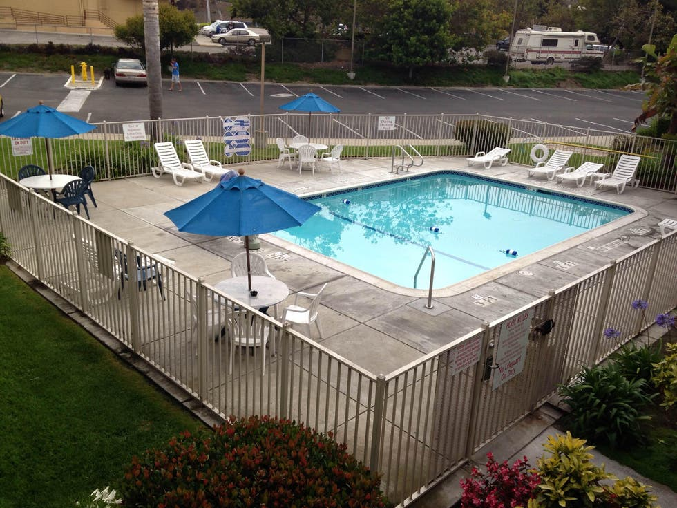 Piscina en Hotel Oxford Suites Pismo Beach