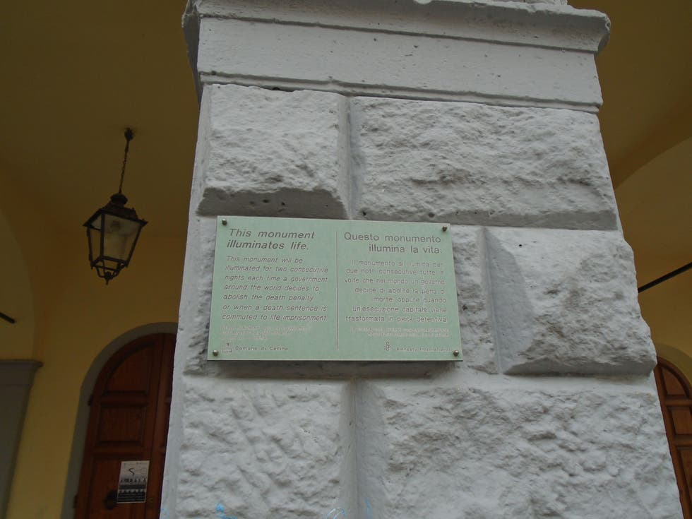 Documento en Plaza de la Iglesia