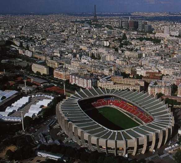 Estadio de fútbol en Parque de los Príncipes - Parc des Princes