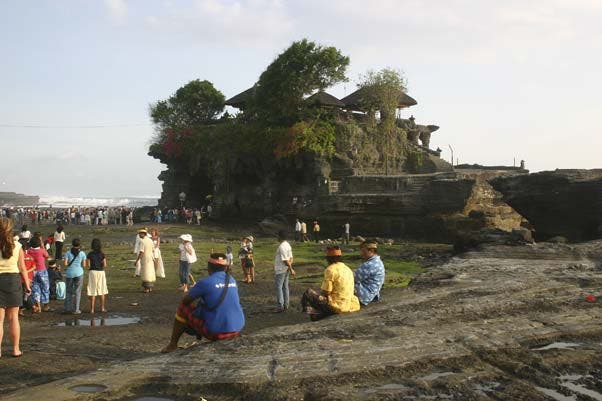 Costa en Templo de Tanah Lot