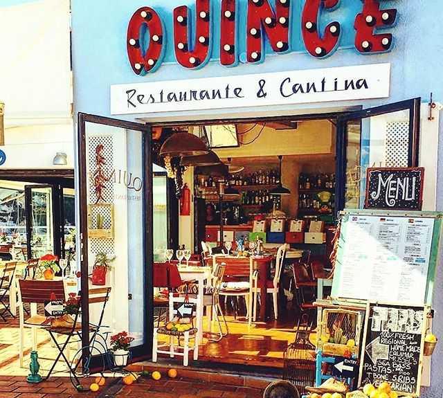 Librería en Quince restaurante y cantina