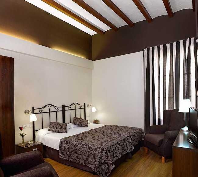 Fotos de sala en hotel rural y apartamentos sercotel villa for Sala 0 tarragona