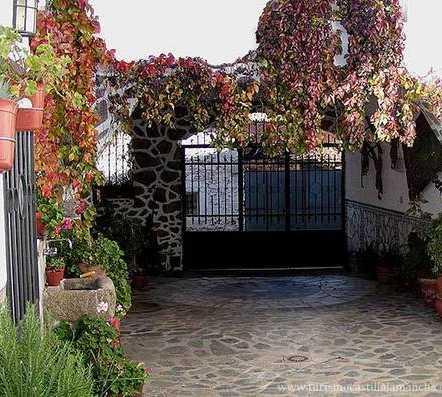 Fotos de jard n en casa rural la jara el campillo de la - Casa rural el jardin ...