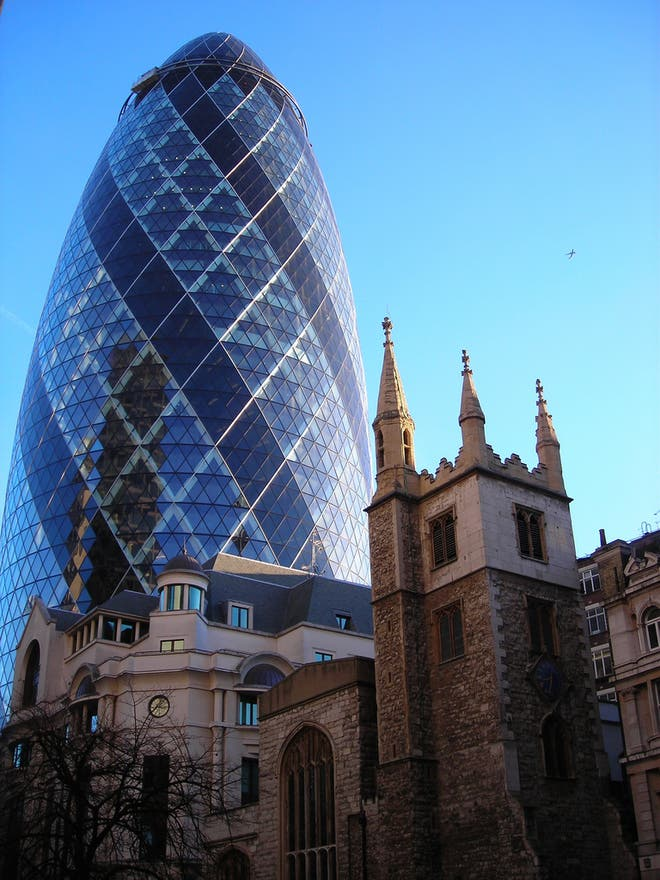 Azul en Swiss Re Tower - Torre Gherkin