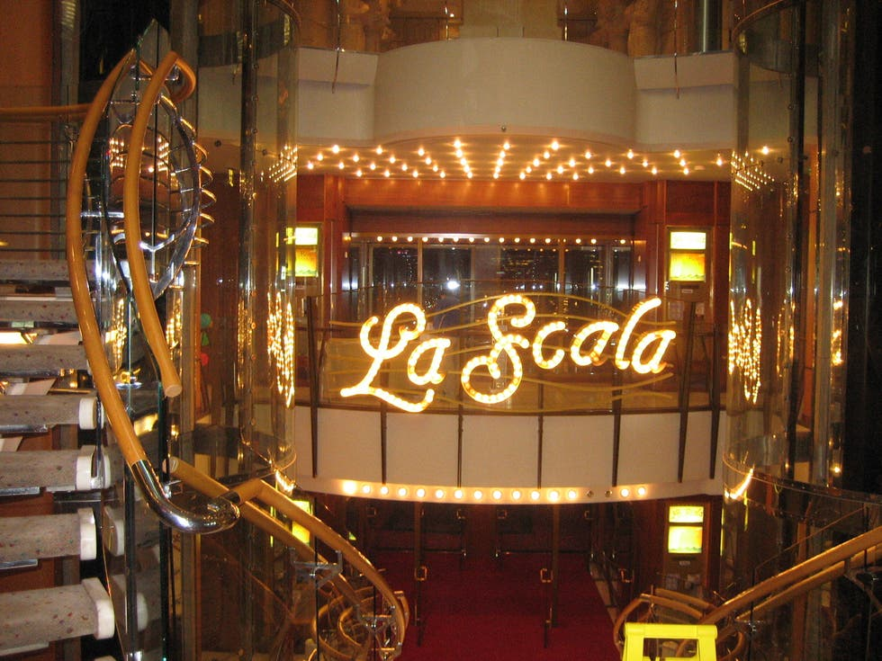 Voyager of the seas entrada al teatro recepci n en for Entradas teatro barcelona