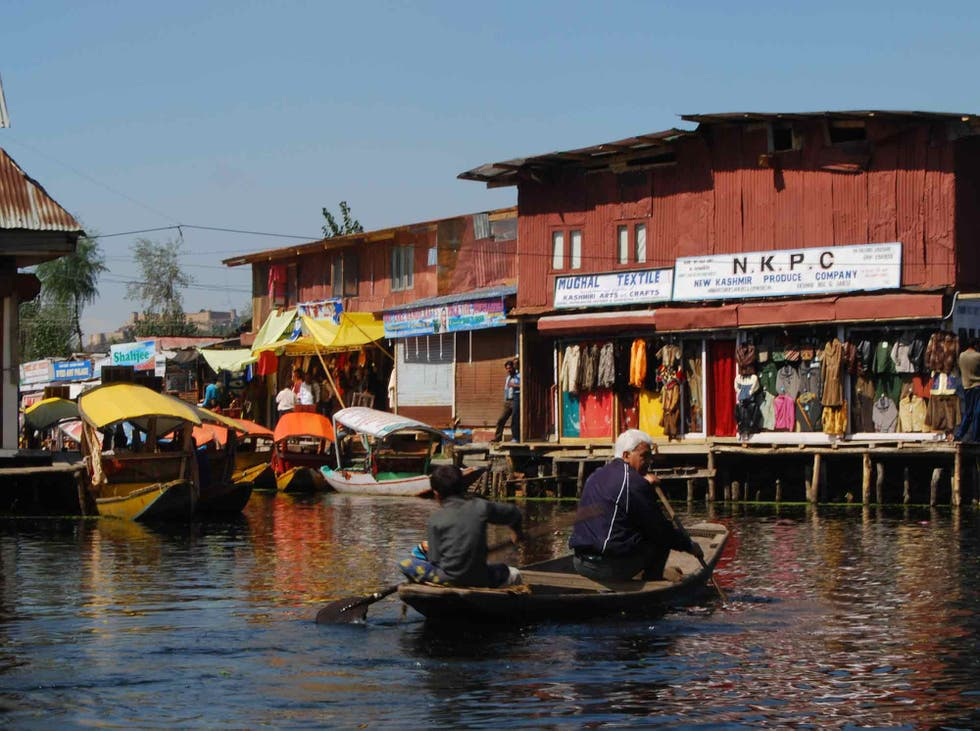 Acqua a Floating markets of Srinagar