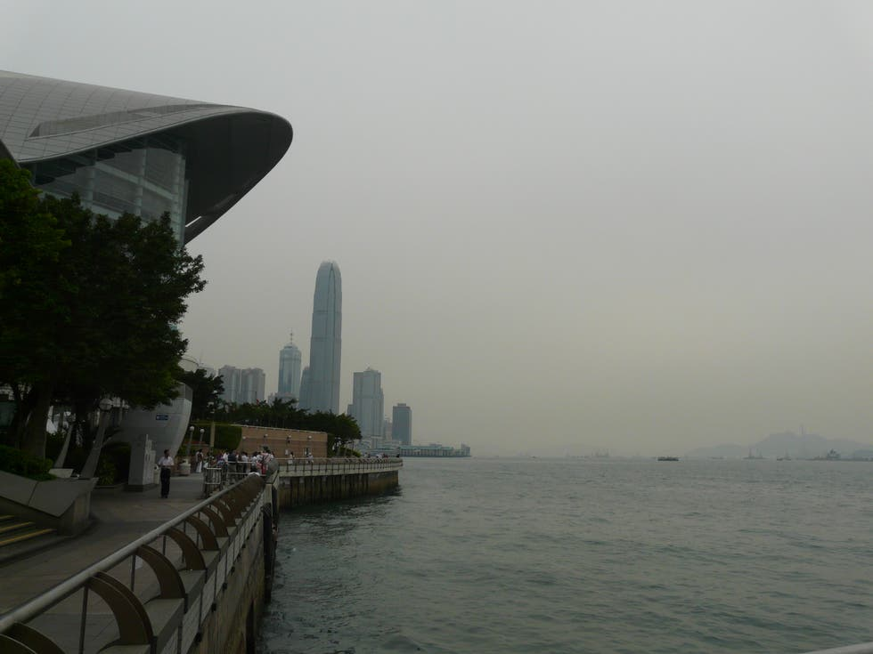Costa en Skyline de Hong Kong
