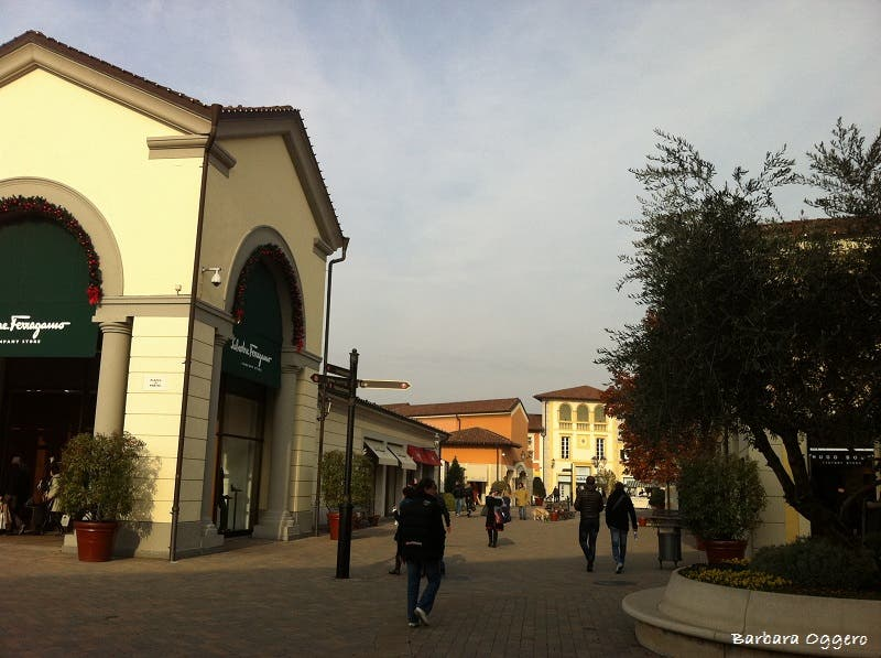 Photos of serravalle designer outlet images for Serravalle designer outlet
