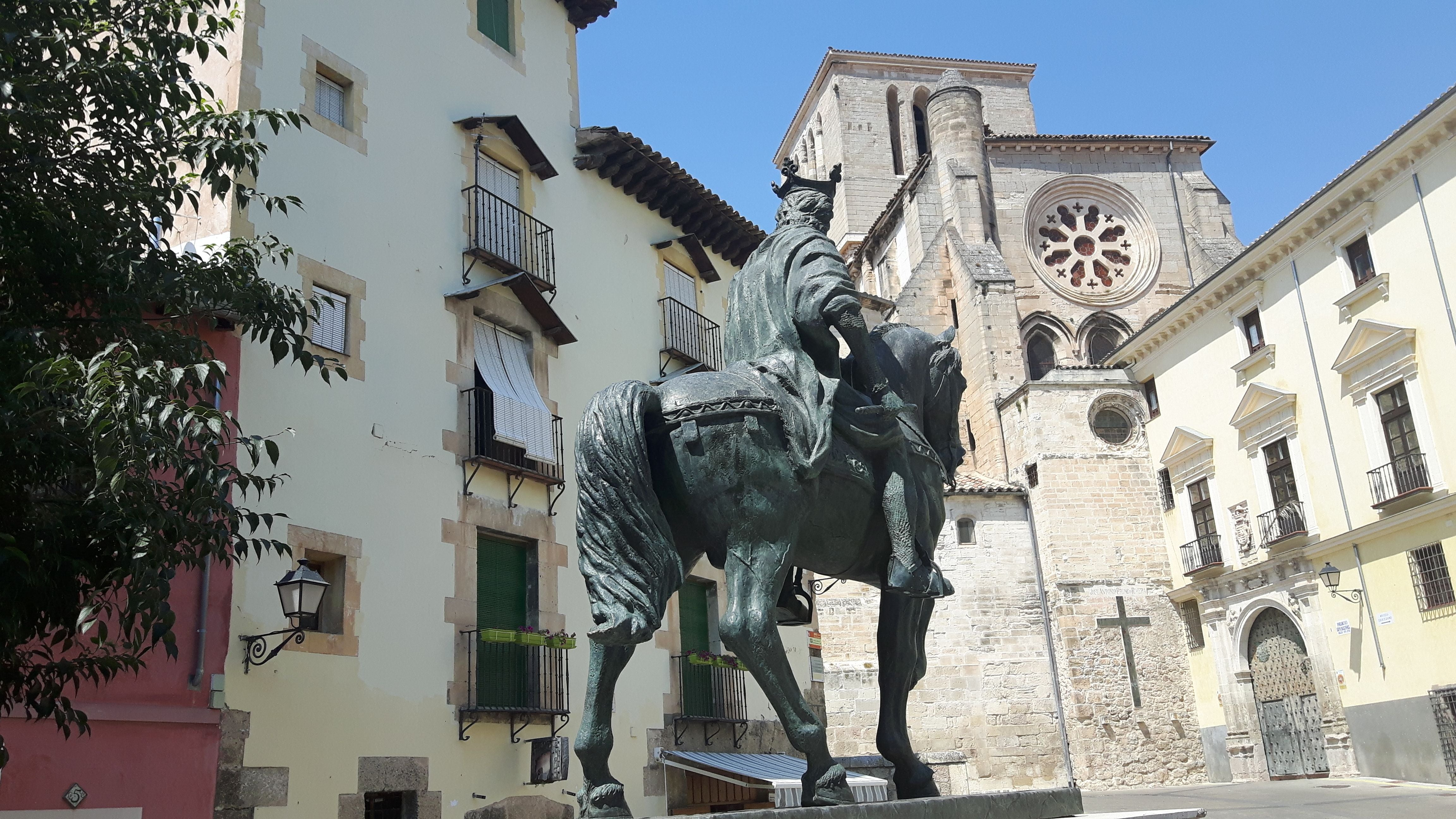Statue in Monumento a Alfonso VIII
