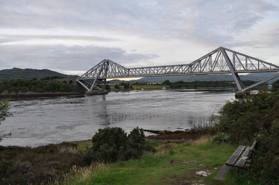 Puente en Connel & Connel Bridge
