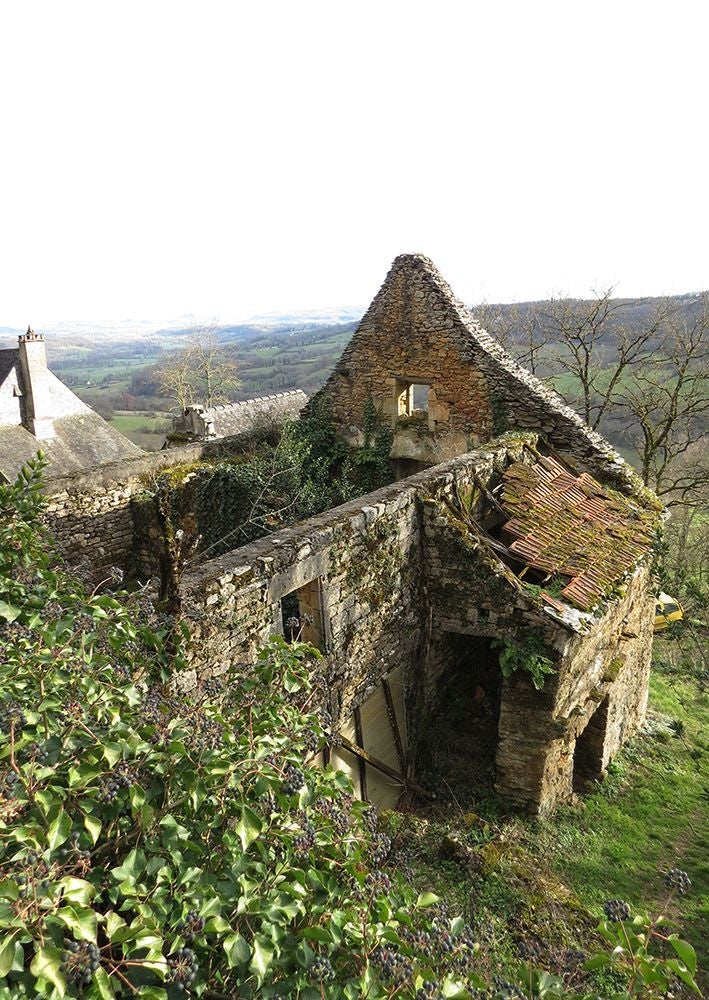 ruins in Linoire