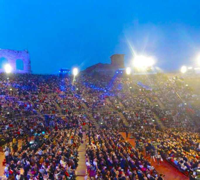 Edificio deportivo en Festival del Centenario