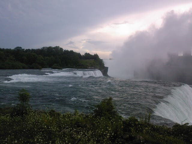 Costa en Las cataratas canadienses del Niagara, Niagara on the Lake, Canada