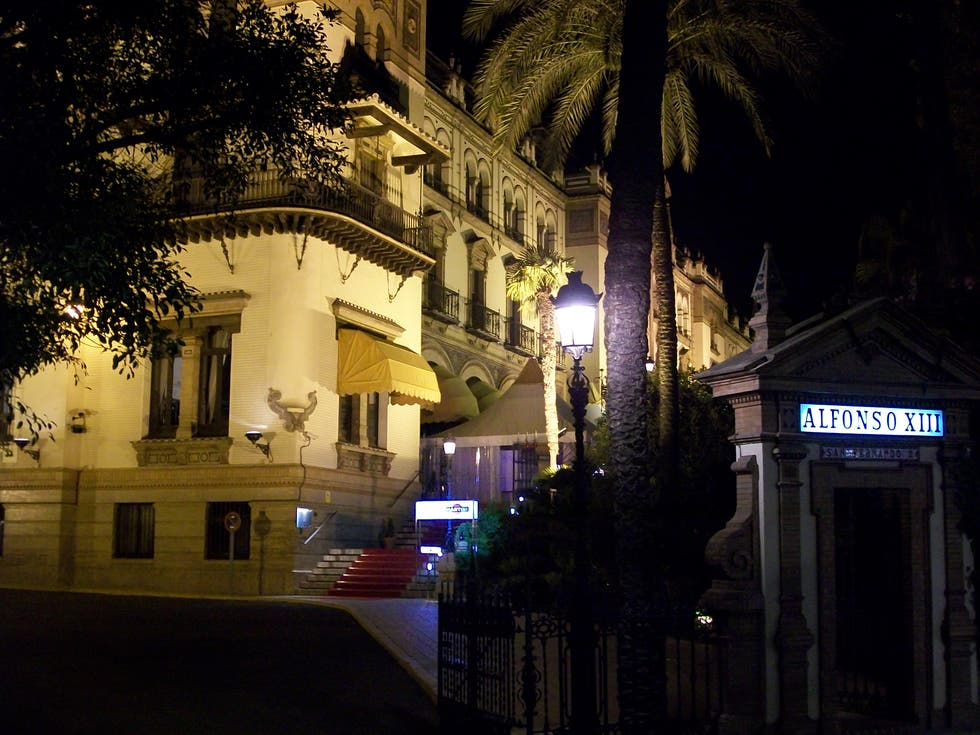 Calle en Hotel Alfonso XIII - A Luxury Collection Hotel