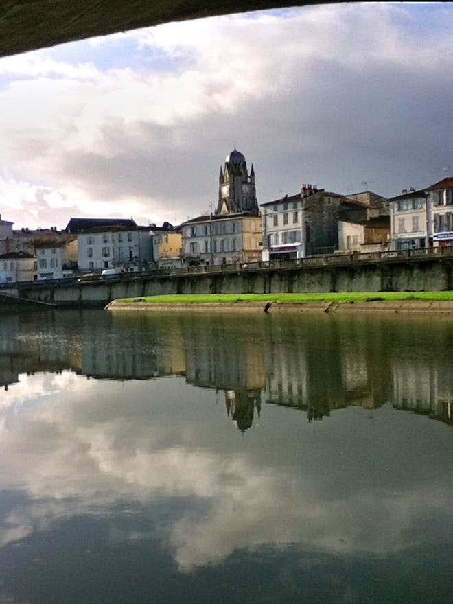 Reflection in Saintes