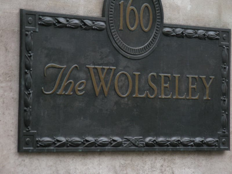 Bolso en Restaurante The Wolseley