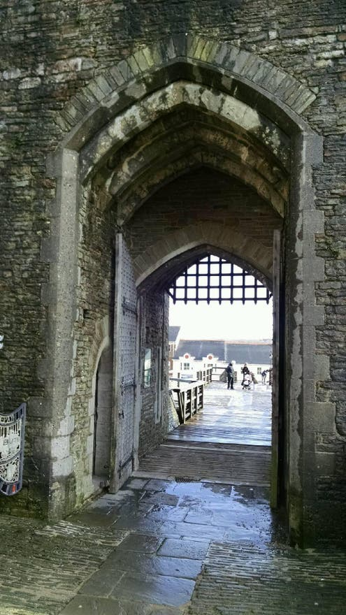 Arco a Caerphilly