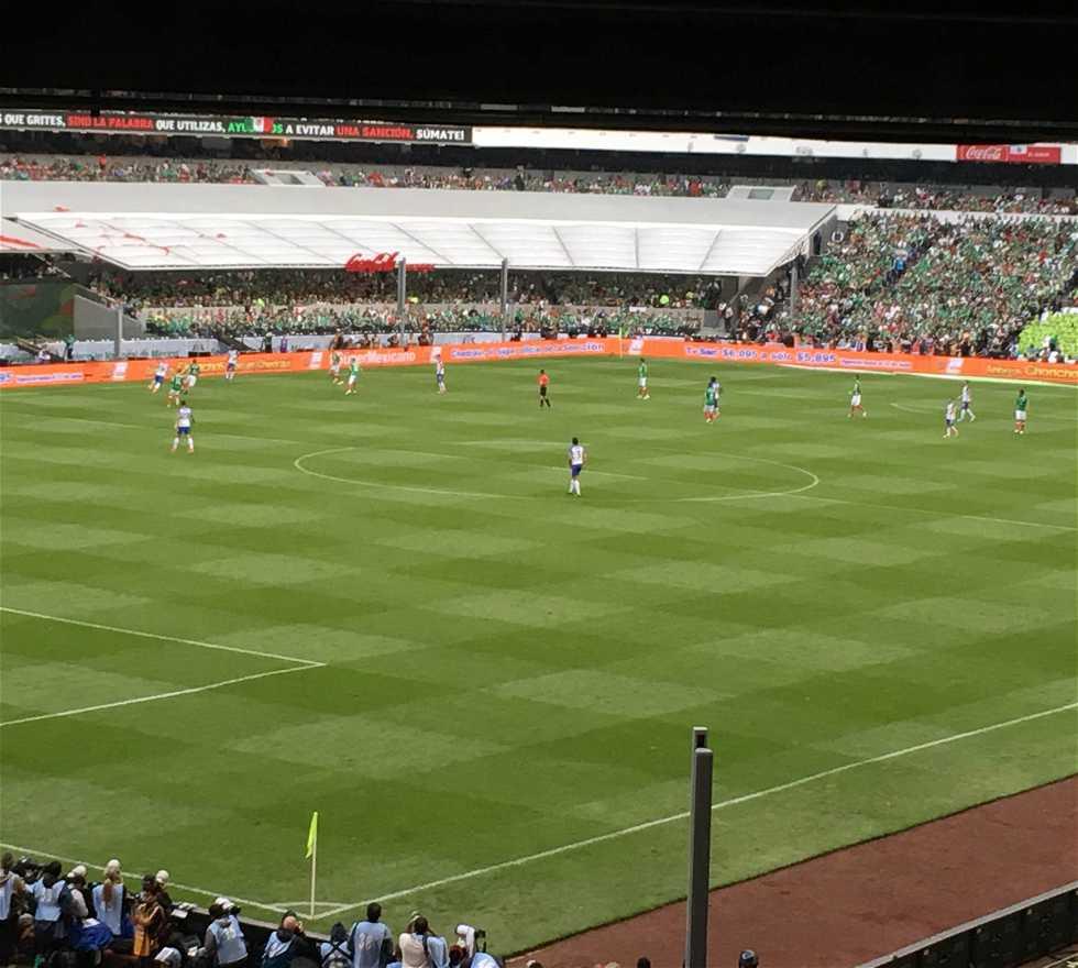Jugador en Estadio Azteca