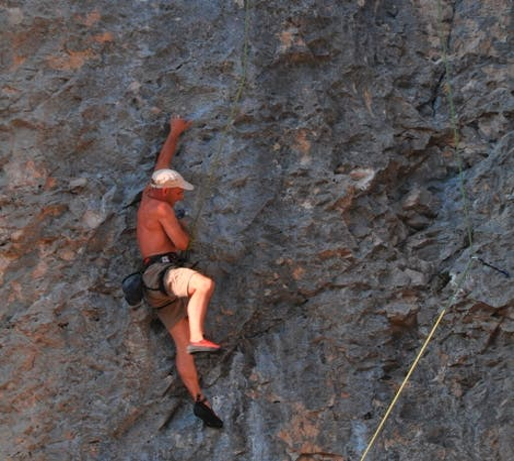 Aventura en Zona de escalada en Oro