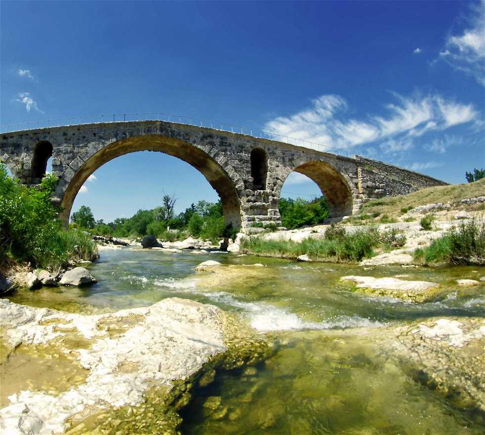 Bridge in Apt