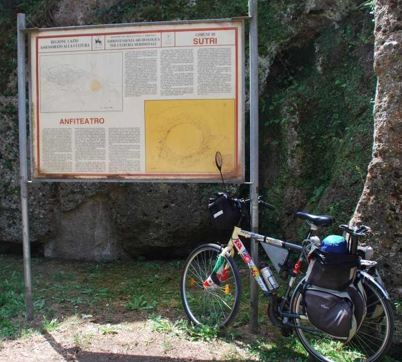 Bicicleta en Anfiteatro Romano Di Sutri