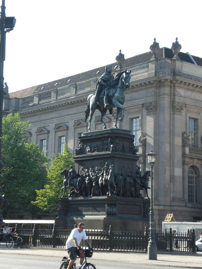 Tourism in Statue of Frederick the Great
