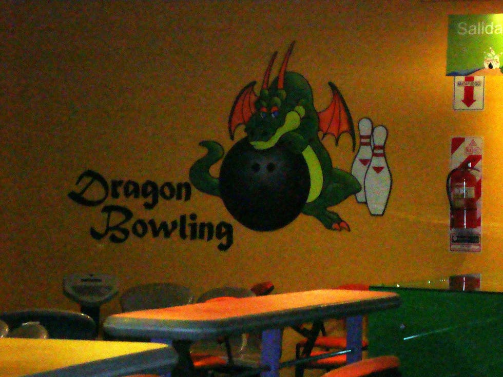 Pared en Dragón Bowling