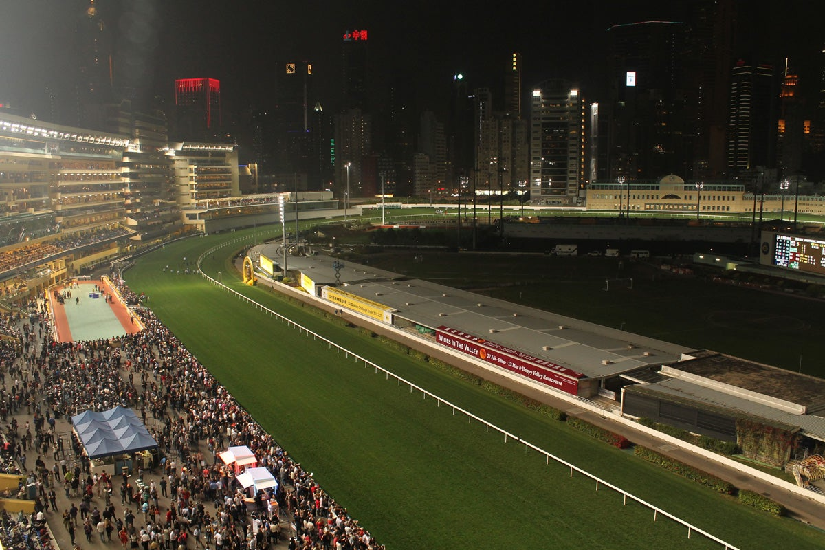 Fotos de the hong kong jockey club im genes for Puerta 4 jockey club