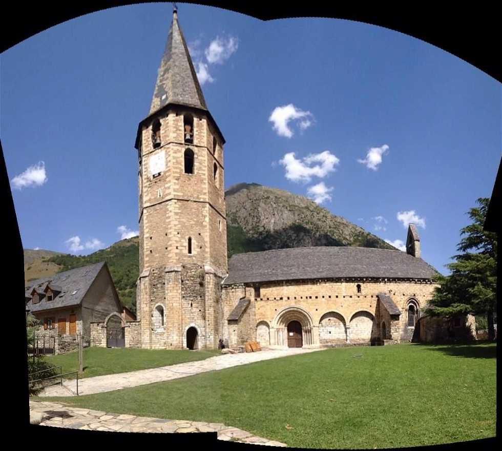 Pasillo en Iglesia románica de Sant Andreu de Salardú