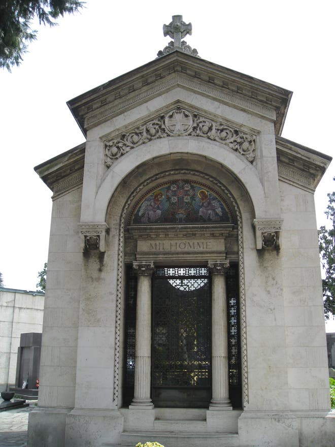 Fotos de mausoleos cementerio general de turin im genes for Cementerio jardin memorial