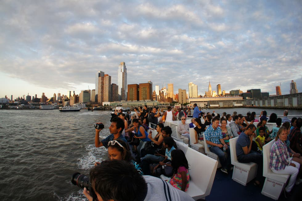 Multitud en City Sightseeing Twilight Cruise