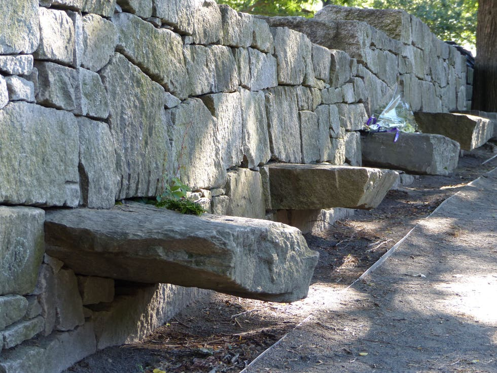 Pared de piedra en Salem Witch Trials Memorial