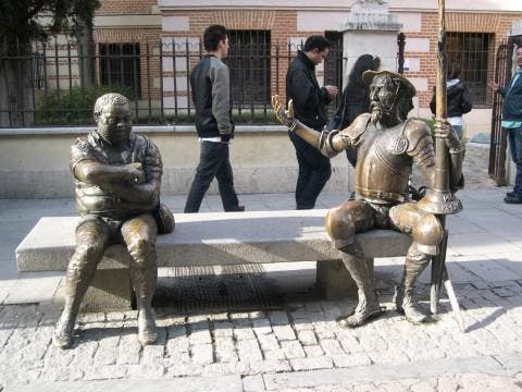 Plaza en Estatua de Don Quijote y Sancho Panza