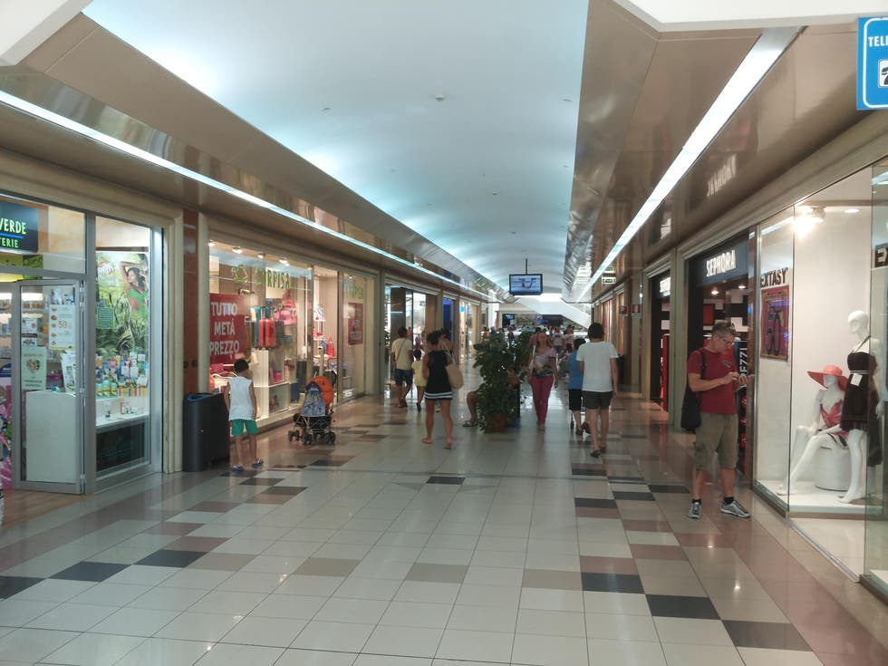 Shopping Mall in Formia