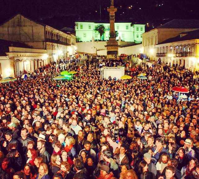 Multitud en Festival de Inverno de Ouro Preto