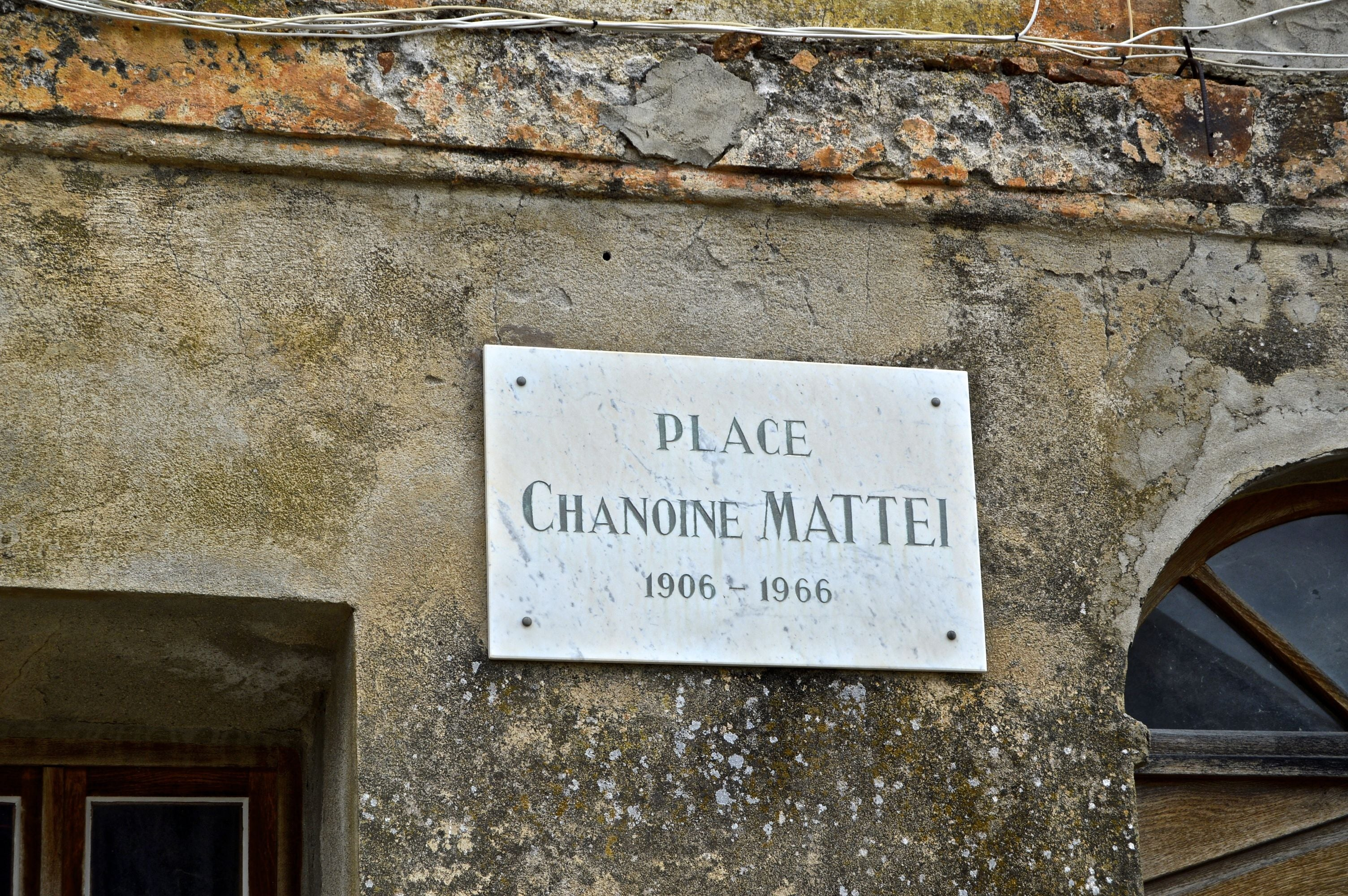 Signage in Plaza Chanoine Mattei